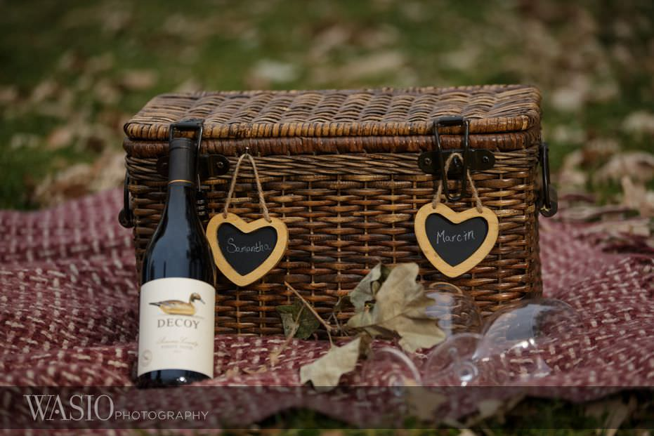 engagement-session-detail-wine-engagement-ring-picnic-basket-fall-colors-11 Engagement Session - Samantha and Marcin