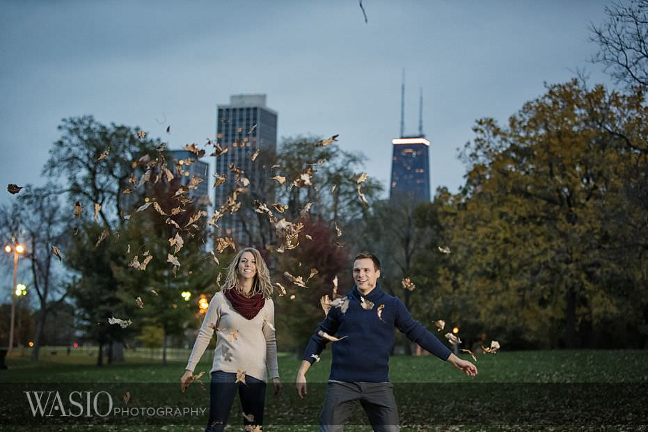 engagement-session-lincoln-park-chicago-skyline-fun-leaf-throwing-15 Engagement Session - Samantha and Marcin