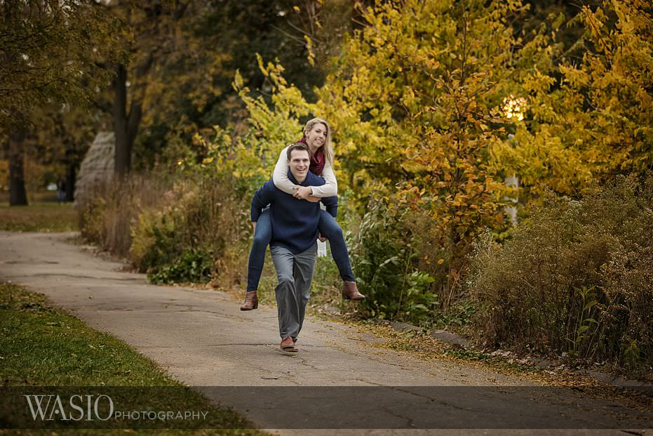 engagement-session-piggy-back-ride-fall-photo-10 Engagement Session - Samantha and Marcin