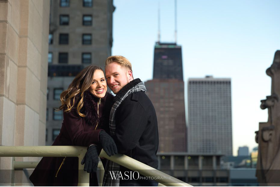 evening-engagement-photos-Chicago-Tribune-building-rooftop-city-skyline-scenic-photography-fun-photo-journalism-59 Evening Engagement Photos - Izabela and Marcin