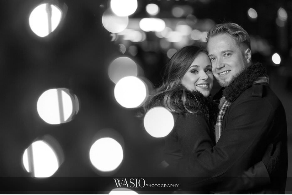 evening-engagement-photos-black-white-photo-Christmas-lights-romantic-cozy-couples-portrait-San-Diego-California-62 Evening Engagement Photos - Izabela and Marcin