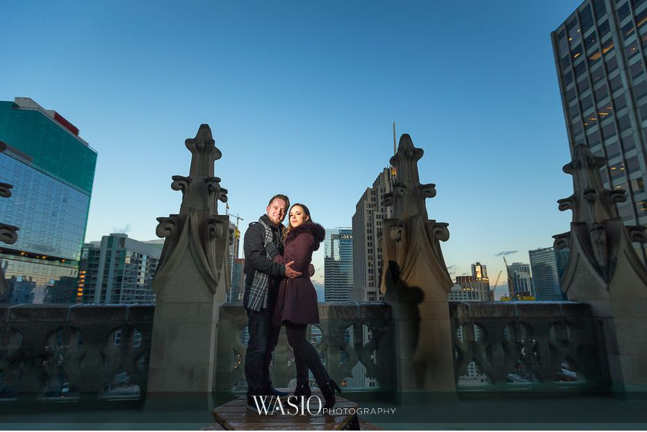 evening-engagement-photos-sunset-photography-Chicago-Tribune-building-rooftop-iconic-photography-60 Evening Engagement Photos - Izabela and Marcin