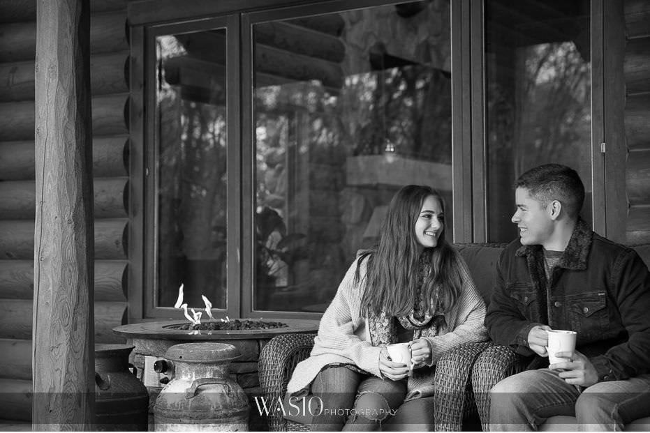 fall-engagement-pictures-black-white-couples-portrait-intimate-outdoor-cabin-photos-04 The Most Romantic Fall Engagement Pictures - Julia and Luis