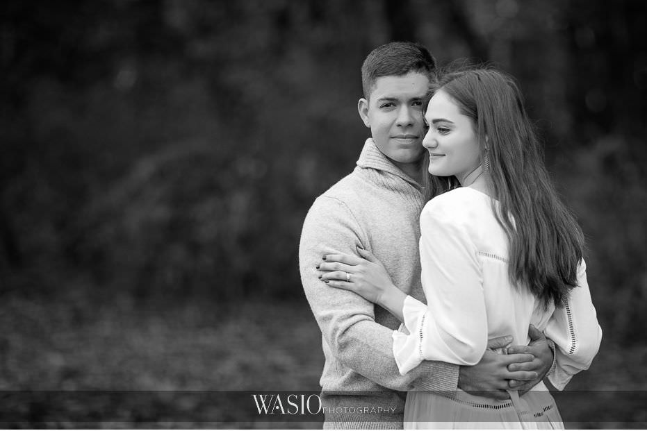 fall-engagement-pictures-black-white-photo-journalistic-portrait-90 The Most Romantic Fall Engagement Pictures - Julia and Luis