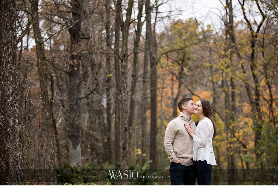 fall-engagement-pictures-romantic-intimate-golden-colors-kiss-passion-love-82 The Most Romantic Fall Engagement Pictures - Julia and Luis