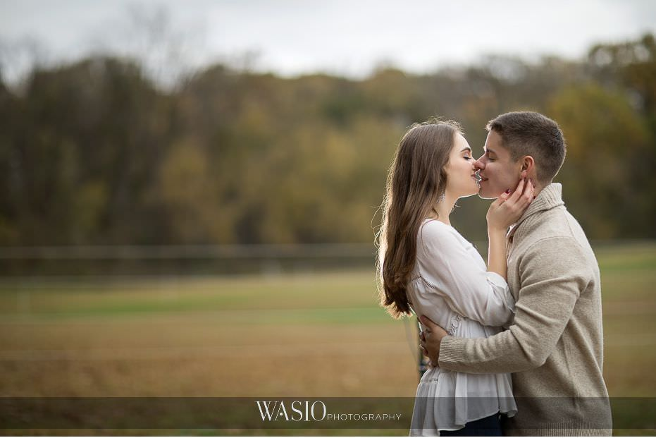 fall-engagement-pictures-romantic-passionate-kiss-backlight-nature-field-canon-phottix-91 The Most Romantic Fall Engagement Pictures - Julia and Luis