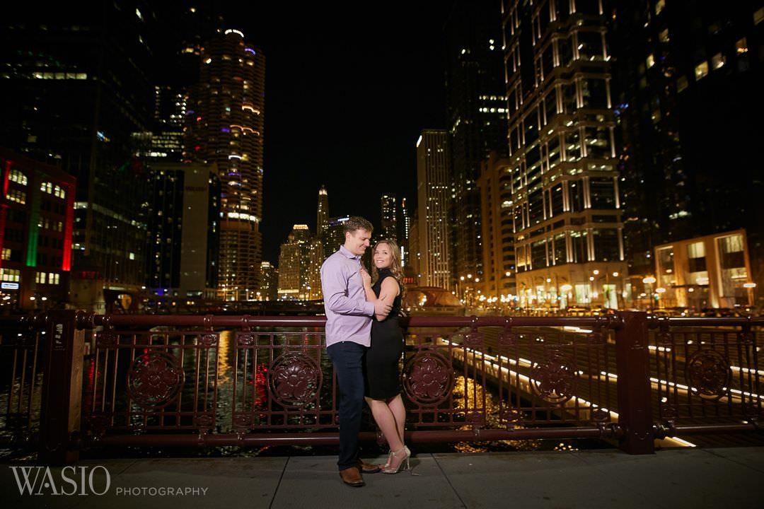river-roast-engagement-bridge-chicago Chicago winter engagement session - Lucy + John