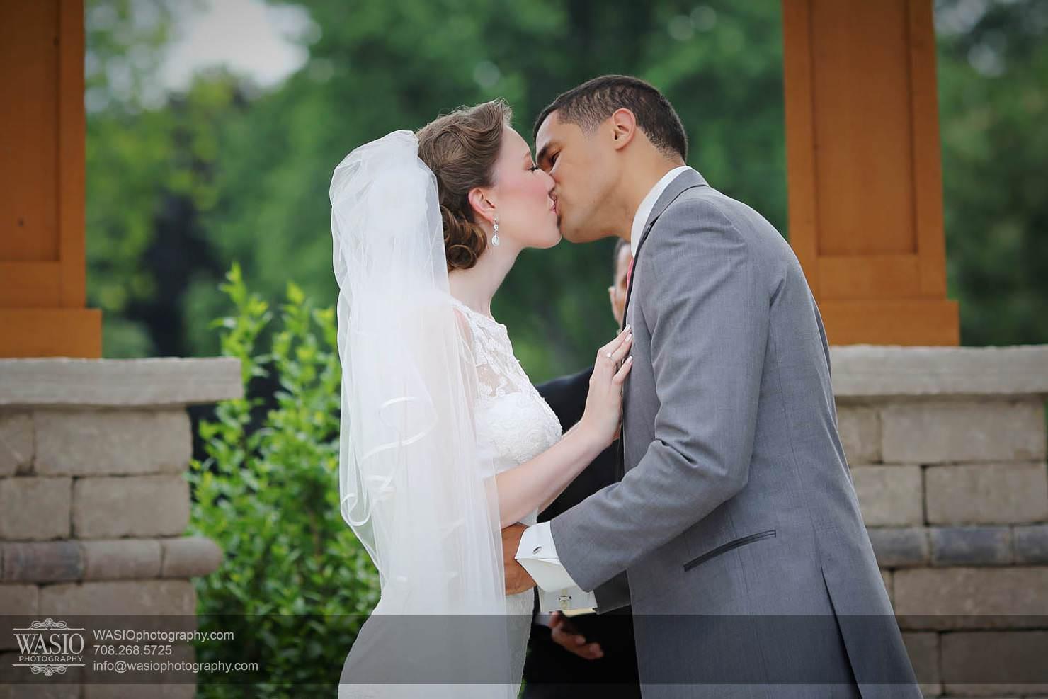 wedding-chicago-first-kiss-ceremonii Chevy Chase Country Club Wedding - Elizabeth & Michael